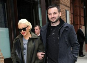 Christina Aguilera has 'two sides'