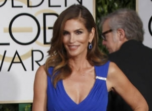 Untouched Photograph Of Cindy Crawford In Lingerie Leaks Online