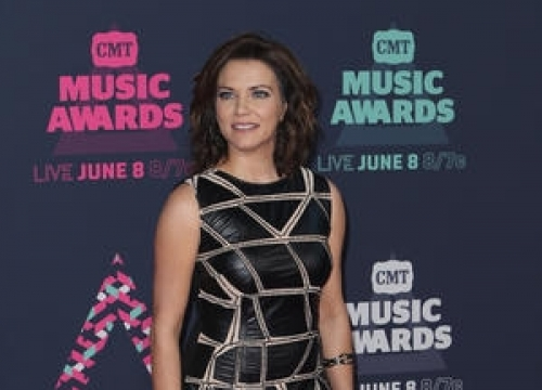 Martina Mcbride Urging Fans To Leave Cellphones At Home