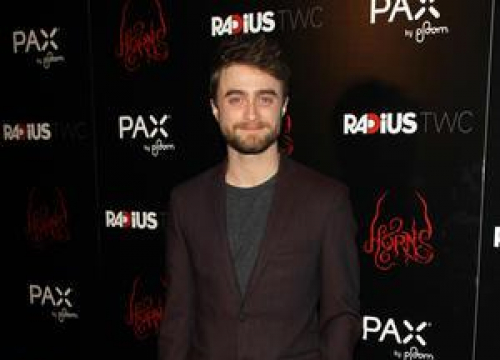 Daniel Radcliffe Learns Tricks From Magician