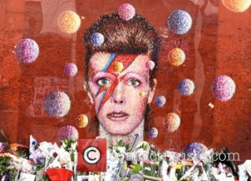 David Bowie Fans Launch Campaign For Lightning Bolt Memorial
