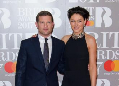 Post-brits Sausage Scoffer Dermot O'leary