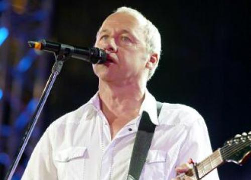 Dire Straits' John Illsley Coy On Hall Of Fame Reunion