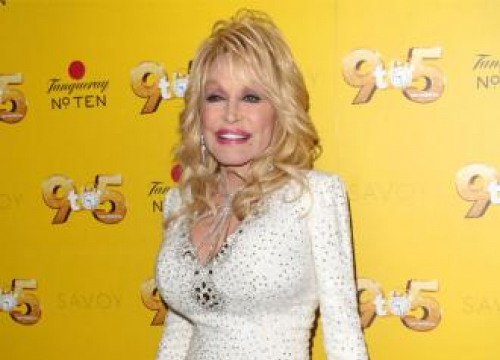 Dolly Parton To Release First Christmas Album In 30 Years