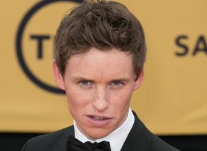 Starstruck Eddie Redmayne Talks Meeting Julia Roberts And 'Stalking' Jennifer Aniston