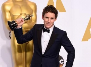 Eddie Redmayne 'gutted' about Stephen Hawking's Oscars absence
