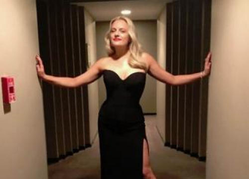 Elisabeth Moss' Emmy Look Inspired By Grease's Sandy