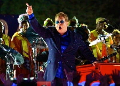 Elton John: 'Bieber Was Hanging By His Fingertips'
