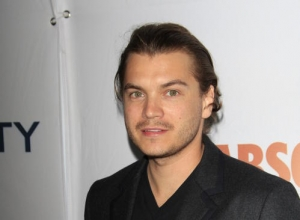 Emile Hirsch Charged With Felony Assault After Choking Female Exec