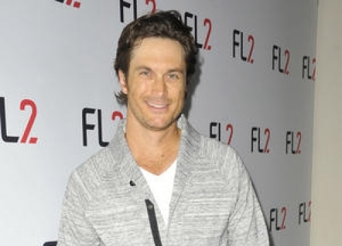 Oliver Hudson Pokes Fun At Sister Kate And Brad Pitt Dating Rumours