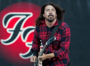 Dave Grohl Sits On A Throne As He Makes His Return To The Stage At Foo Fighters' Anniversary Concert