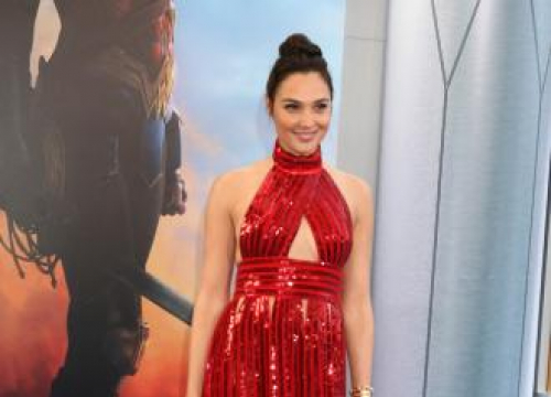 Gal Gadot Is 'Not Afraid' To Make Bold Beauty Choices