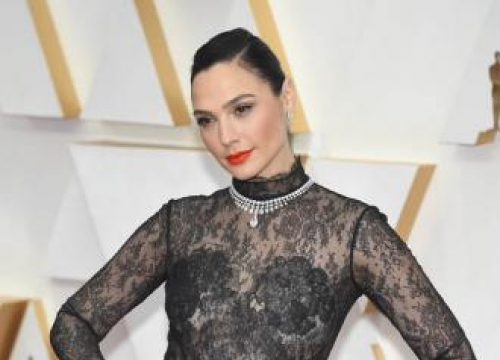 Gal Gadot In Talks For Lead In New Female-led Spy Thriller