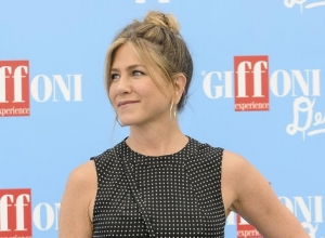 Jennifer Aniston Confronts Vanessa Bayer On 'Snl' About 'Friends' Impression