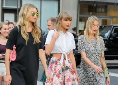 Taylor Swift joined by Kendall Jenner and Cara Delavingne in London concert