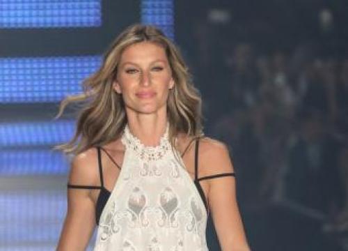 Gisele Bündchen makes last runway appearance