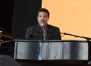 Lionel Richie On Course For Number One Album After Glastonbury Show
