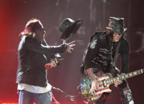 Guns N' Roses Extend Tour Into 2017