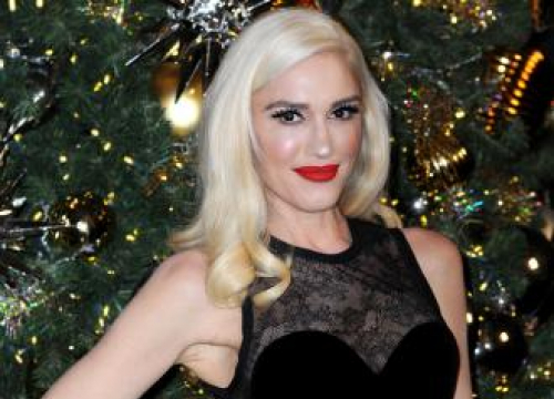Gwen Stefani Gets Emotional With Old Songs