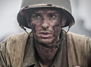 'Hacksaw Ridge' Star Andrew Garfield Doesn't Believe Mel Gibson 'Rarely Enjoys' Movie Making