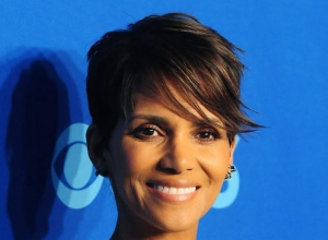 "Halle Berry Says Hollywood Pushes Plastic Surgery ""Like Crack"""