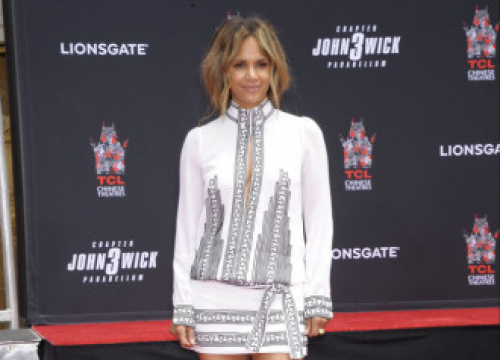 Halle Berry Makes Homemade Skincare With Her Daughter