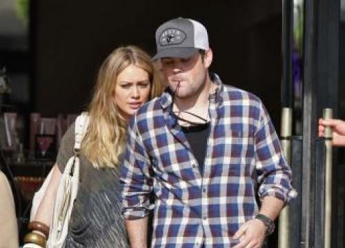 Hilary Duff's ex seeks joint custody