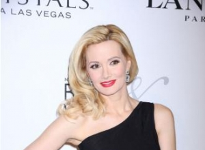 Holly Madison sues hotel