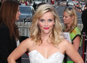 Reese Witherspoon, Selma Blair & Sarah Michelle Gellar Reunite At 'Cruel Intentions' Musical