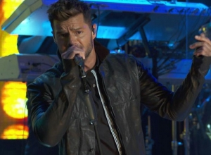 Ricky Martin - Livin' la Vida Loca (Live on the Honda Stage at the iHeartRadio Theater LA) Video