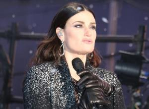 Idina Menzel Is Set To Sing The National Anthem At Super Bowl XLIX