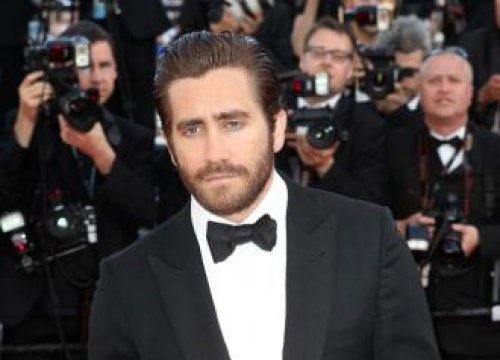 Jake Gyllenhaal has 'tendency to cry on planes'