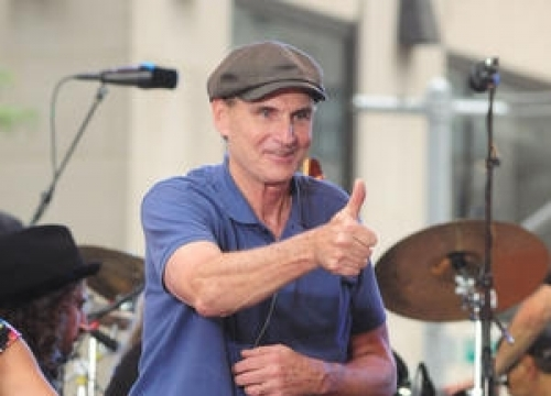 James Taylor Scores First Number One Album