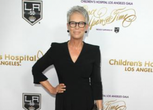 Jamie Lee Curtis Suffered A Cracked Rib Shooting Halloween