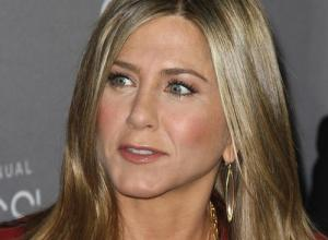 "Jennifer Aniston On Coping With Media Interest: ""Just Don't Pay Attention"""