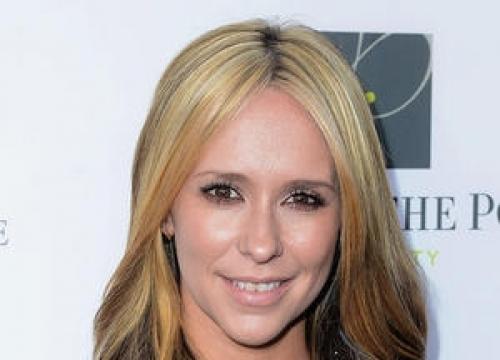 Jennifer Love Hewitt Is New Face Of Pregnancy Range