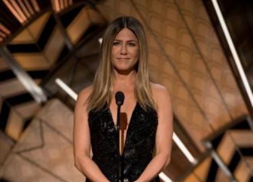 Jennifer Aniston Watches Tv Naked