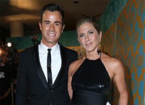 Justin Theroux's Neighbour Backs Jennifer Aniston