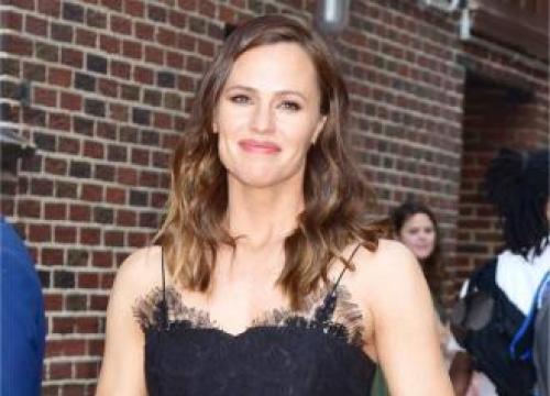 Jennifer Garner Used To Babysit Stephen Colbert's Daughter