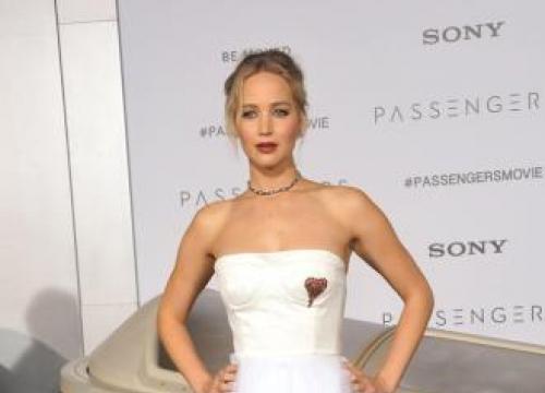 Jennifer Lawrence Vomits At Broadway Show