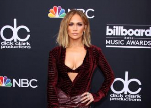 Jennifer Lopez Praises Icon Award Winner Janet Jackson