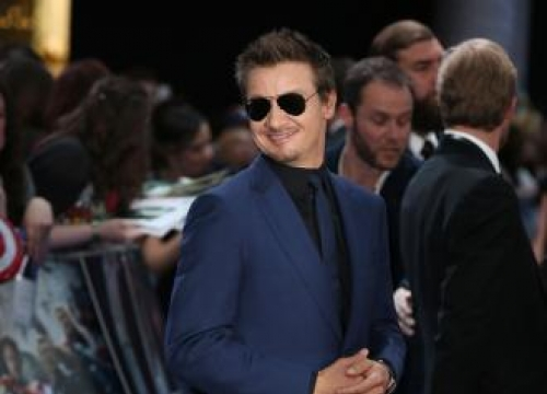 Jeremy Renner: I don't read comic books