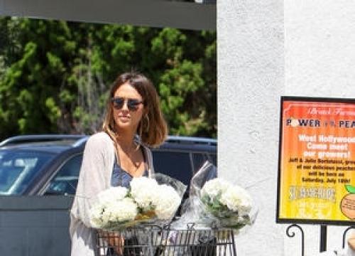 Jessica Alba's Company Under Fire For Ineffective Sunscreen