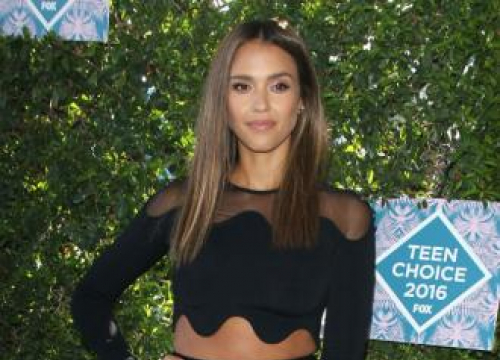 Jessica Alba Refuses To Air Dirty Laundry Online