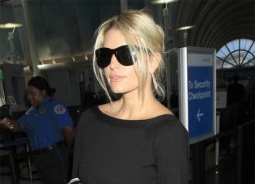 Jessica Simpson's husband 'still courts her'