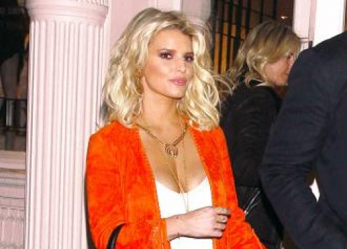 Jessica Simpson to open first boutique within a year