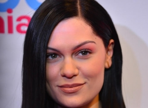 Jessie J Angers Fans In Twitter Cull
