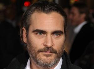 Joaquin Phoenix Reveals He Has A Crush On Golden Globes Host Amy Poehler
