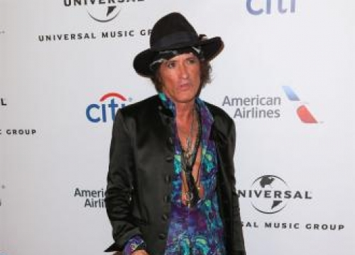 Joe Perry Faints On Stage Due To Exhaustion