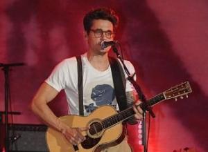 John Mayer supports Taylor Swift